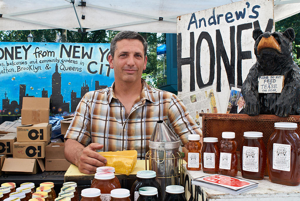 Andrew Coté sells New York honey in New York City. His hives are located on rooftops around Manhattan, Brooklyn and Queens. Foto: Are Carlsen